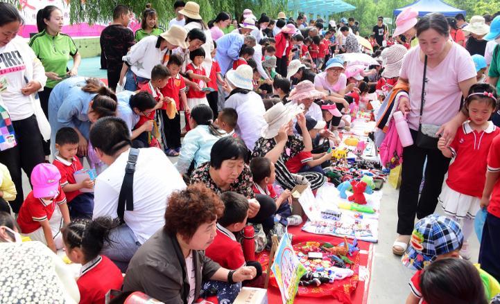 聊城一幼儿园举行爱心义卖 600名孩子募集善款1万多