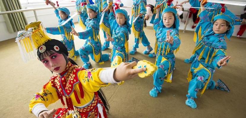 京剧走进乡村小学 近距离感受国粹的魅力