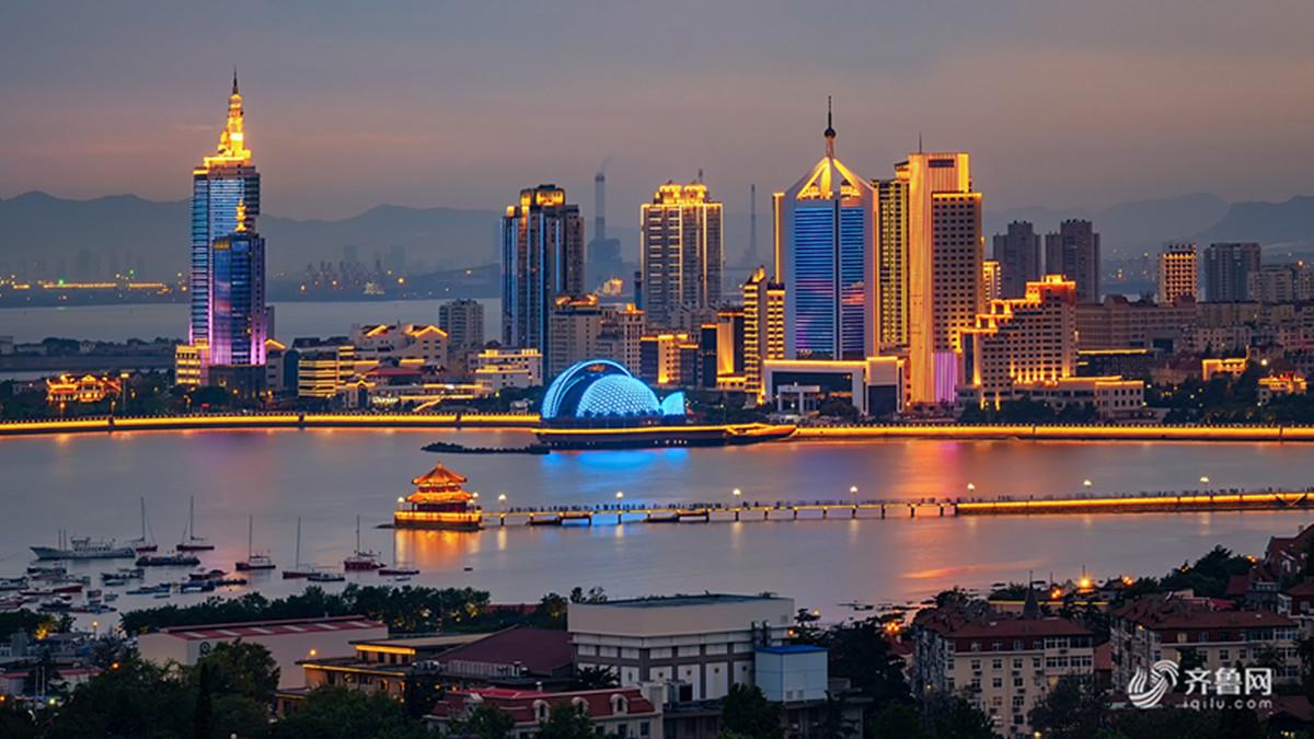 即将召开的上合峰会给青岛城市带来了美轮美奂的五彩夜色,为祖国的