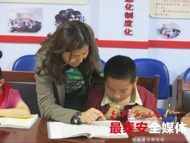 泰安:党员名师公益课堂进社区 破解有偿补课难题