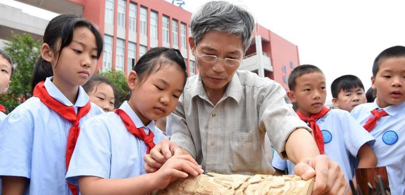 重庆:非遗文化进校园 带来优秀文化遗产大餐