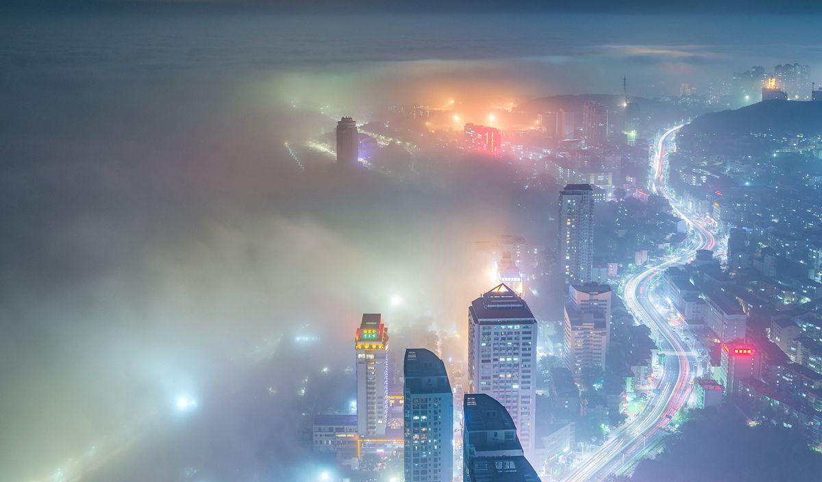 烟台绝美平流雾 城市仿若置身仙境