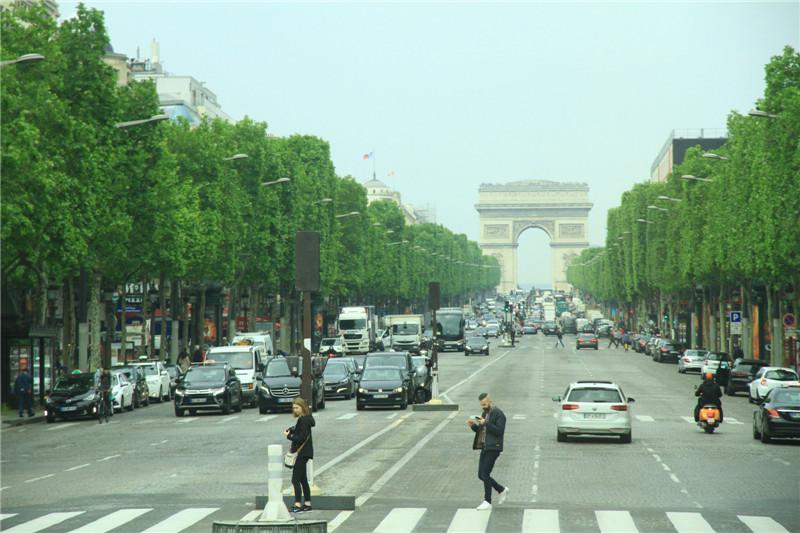 43、法国:凯旋门、香榭丽舍大街和埃菲尔铁塔是法兰西的象征