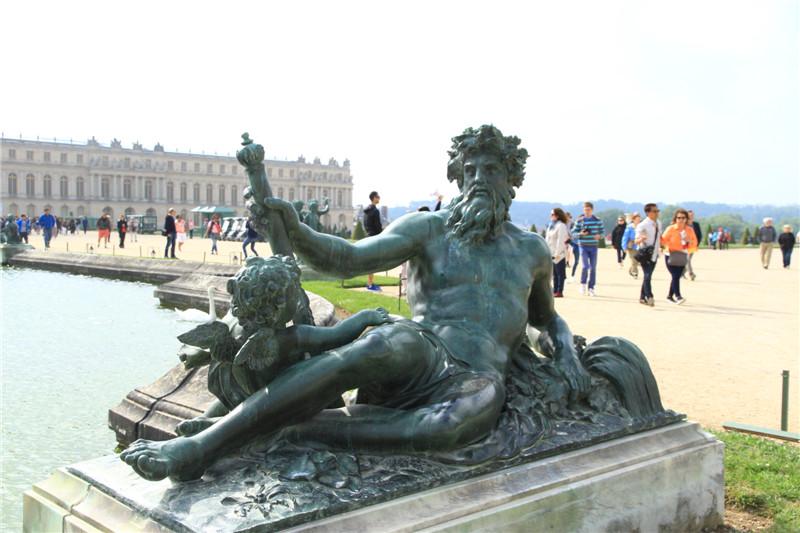 63凡尔赛宫后花园的雕塑