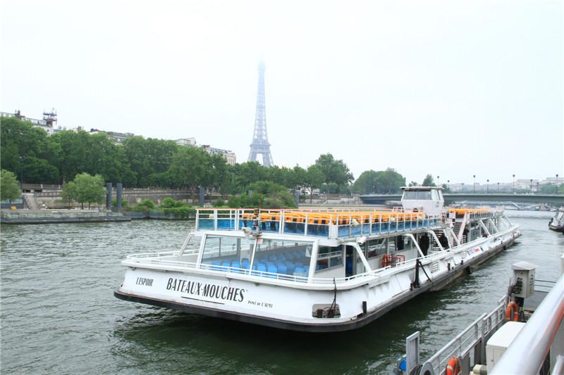 67、塞纳河观光游船