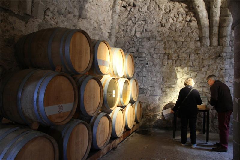 71、城堡的酒窖