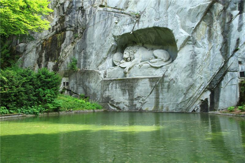 """83、被马克.吐温誉为""""世界上最令人悲伤和感动的石头""""的狮子纪念碑,"""
