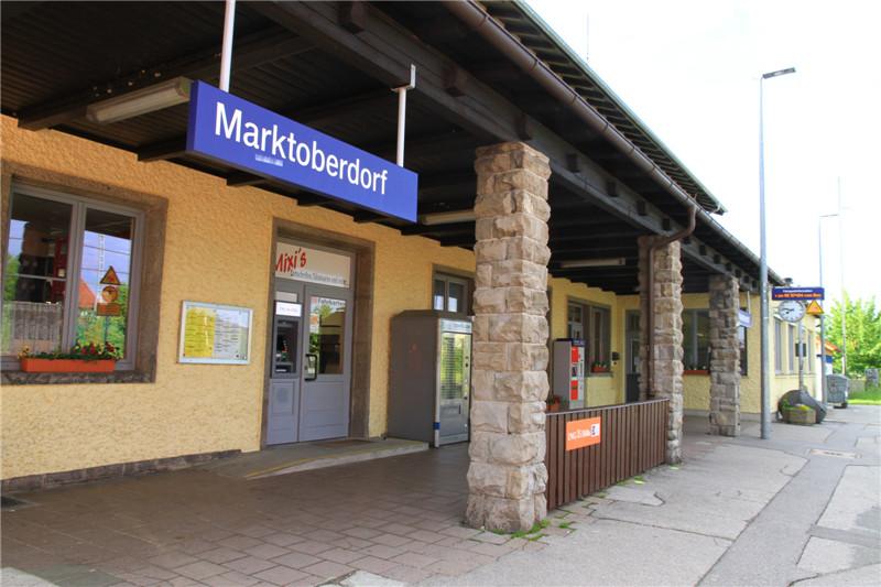 115、小镇火车站