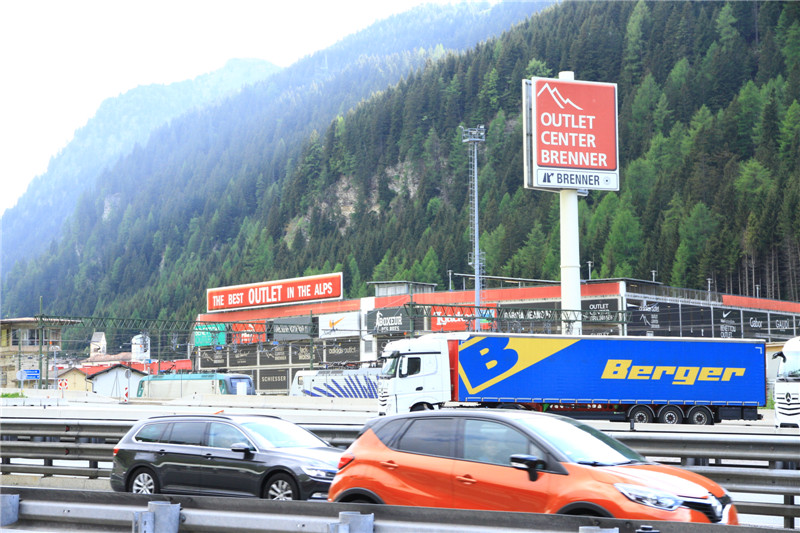 111、行程中先后两次穿过奥地利。