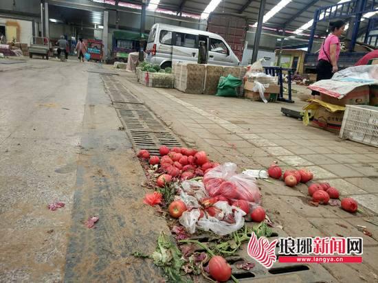 部分摊位向外延伸 临沂农贸市场改造需注意细节