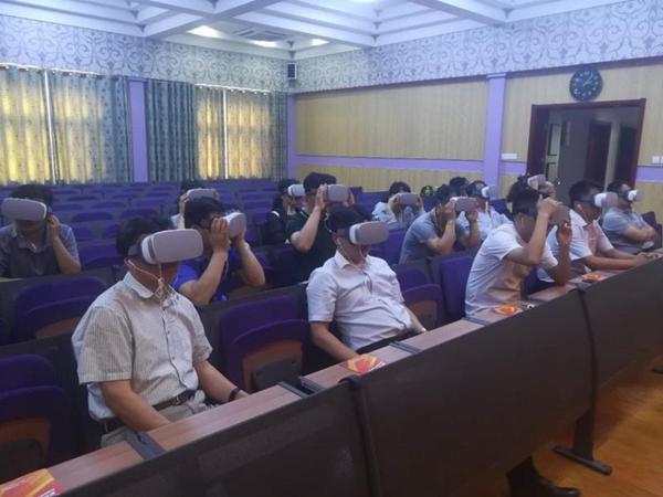 """VR助力党建  济南七贤街道""""穿越时空""""观看红色主题短片"""
