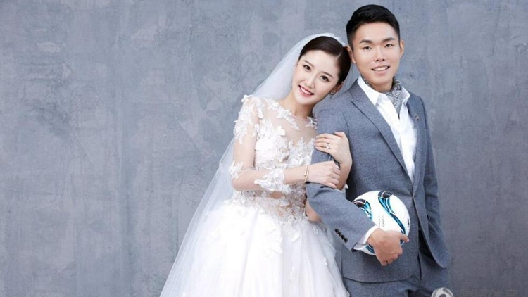 恒大悍将大婚队友祝贺 新娘穿唯美婚纱