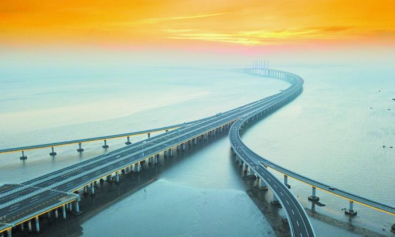 胶州湾大桥飞架海上 青岛这些动脉道桥你都见过吗