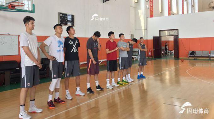 山东高速男篮集结备战 凯撒回归8名队员亮相首训