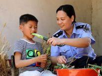 枣庄民警做代理妈妈 用母爱伴孤儿健康成长