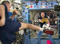 """俄罗斯宇航员太空""""踢球""""迎世界杯到来"""