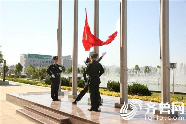 双塔举行最隆重升旗仪式,引发无数国人爱国情怀!