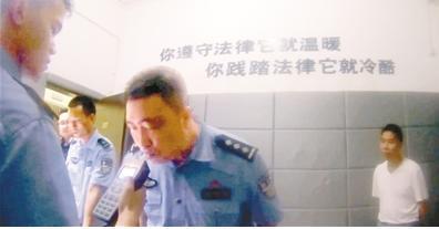 重庆一男子喝酒糗大 称民警酒后执法要强拉去验血