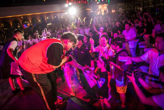 【新闻稿】动静正当红2018款帝豪GS上市音乐派对济南站活动650