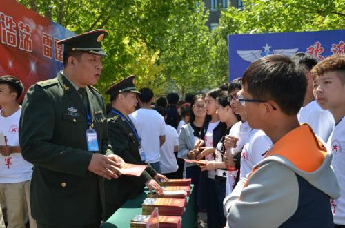 聊城在三所高校设征兵工作站,网上报名应征的大学生已达4000余名