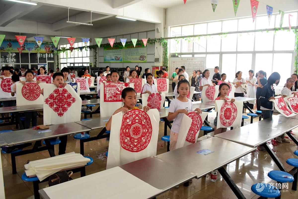 聊城举办中小学生剪纸大赛 200余名学生参赛