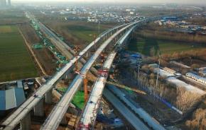 济青高速世纪路跨线桥引桥施工 世纪路与兰雁大道路口半封闭
