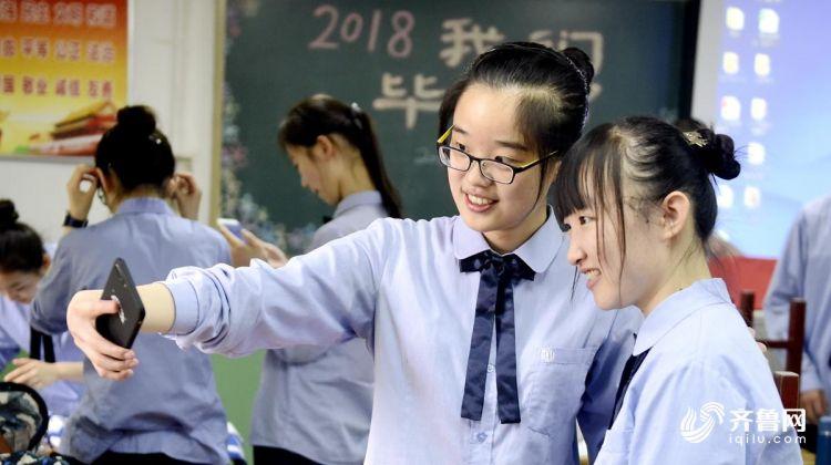 同学自拍.jpg
