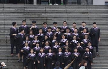 聊城高校毕业照市场火爆 摄影工作室月入十万
