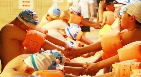 东昌府区1300余名中小学生接受免费游泳培训
