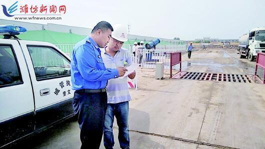 潍坊奎文城管部门为迎高考校园周边环境大整治