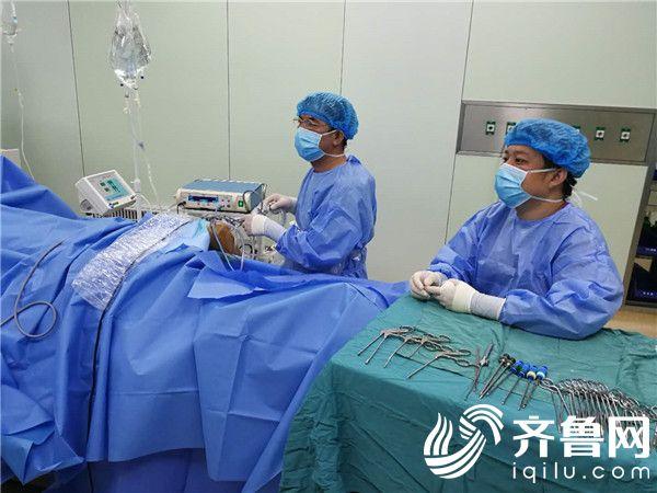 烟台一男子膝盖囊肿导致膝盖疼痛两年多