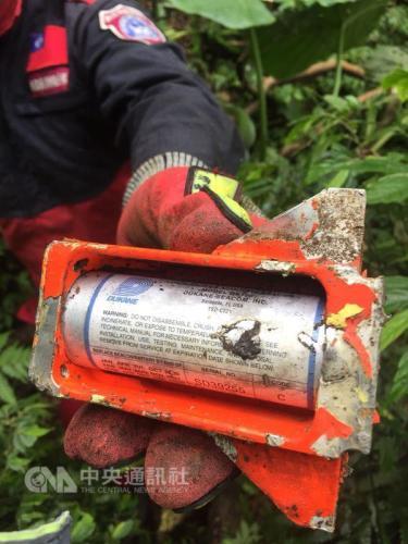 台军F-16战机失事 特搜人员找到疑似黑匣子