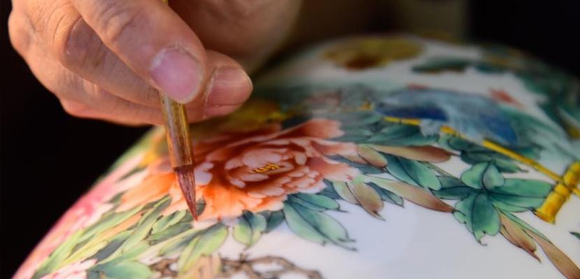 织金彩瓷 传承匠心 40年守护国家级非物质文化遗产