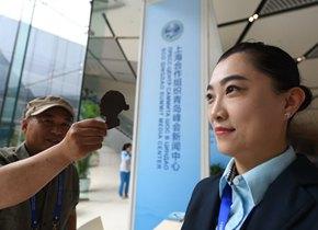 上合组织青岛峰会新闻中心正式开放 非遗展演吸睛