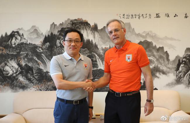 官宣:前葡足协技术总监任鲁能足校第七任总教练