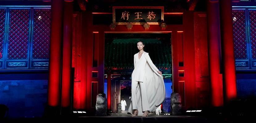 """恭王府上演""""非遗服饰秀"""" 弘扬中国传统文化魅力"""
