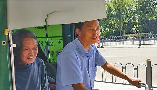 蹬三轮3500公里只为父亲的一句话 贵州男子历时60天载父亲逛北京途经山东收获满满感动