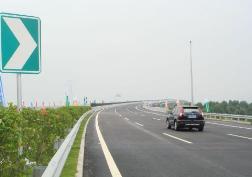 滨莱高速限速限行延长至7月31日12时