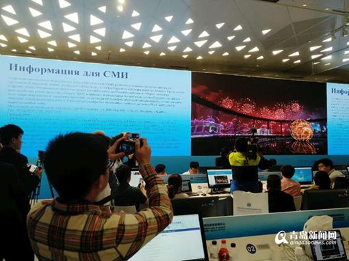 美到极致!峰会新闻中心千余记者观看灯光焰火表演