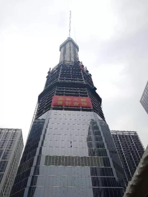 """339米!济南""""第一高""""正式封顶!看看历任的第一高楼"""
