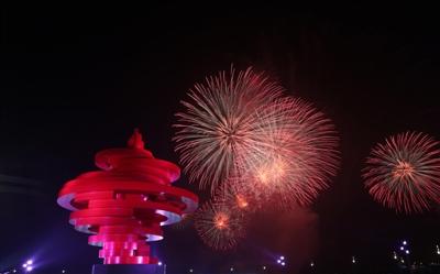 青岛惊艳世界 张艺谋解读上合峰会灯光焰火艺术表演