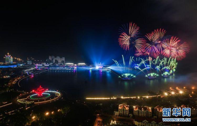 上合青岛峰会灯光焰火晚会震撼上演