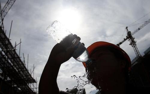 高温天不得安排露天作业 35℃-37℃时应换班轮休