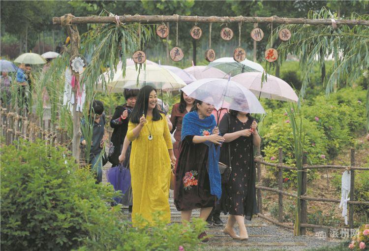 2018滨州朗诵节举办 玫语田园中倾听花开的声音