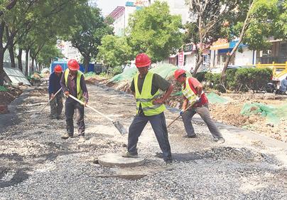 淄博柳泉路改造日记丨慢行一体车道铺设水泥垫层