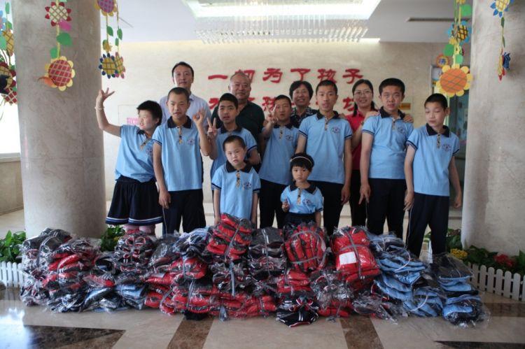 六一儿童节福彩为孤残儿童送去礼物