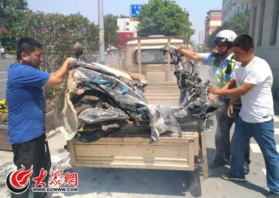 济南外国语附近一电动车自燃 交警及时扑灭