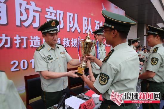 临沂消防举行队列会操 19支代表队171名官兵参加