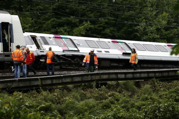 法大巴黎地区交通受暴雨影响 快铁翻车致7人受伤