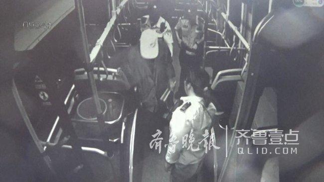 济南一位老人公交车上犯糊涂,司机和警方帮他找到家